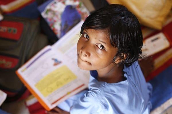 Campanha arrecada materiais escolar, de limpeza e alimentos para crianças