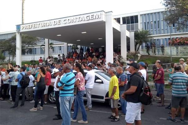 Movimentos protestam contra o IPTU na prefeitura