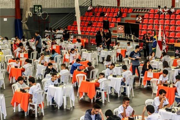 Estudantes de Contagem se destacam no Circuito Mineiro de Xadrez Escolar