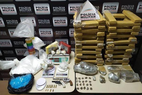 PM apreende drogas e munições no bairro Perobas
