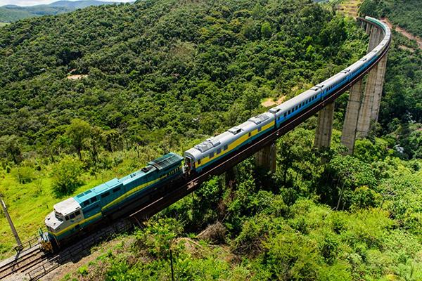 Trem que liga Minas e Espírito Santo tem reajuste de tarifa