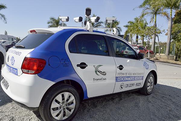 Veículo com câmeras vai fiscalizar estacionamento rotativo em Contagem