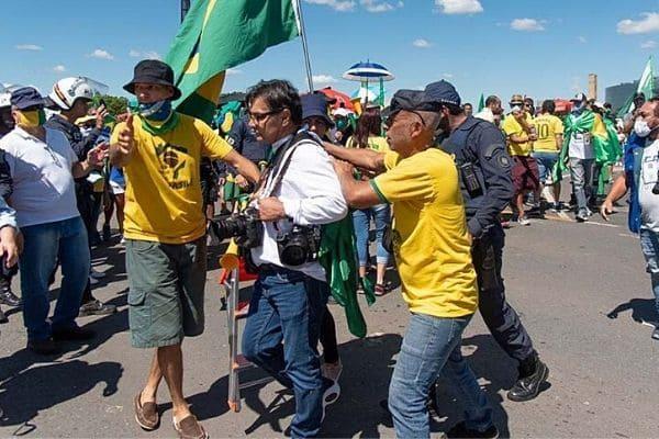PGR pede investigação de agressões a jornalistas durante manifestação