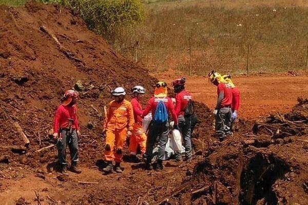 Bombeiros encontram mais um corpo em Brumadinho