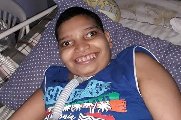 Mãe de jovem com paralisia cerebral pede doações
