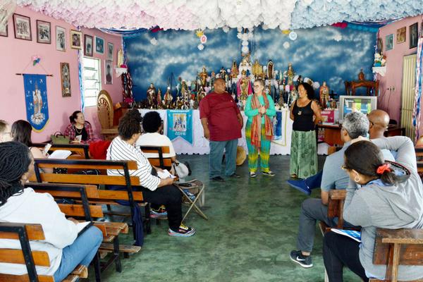 Comunidade dos Arturos recebe visita de professores dos EUA