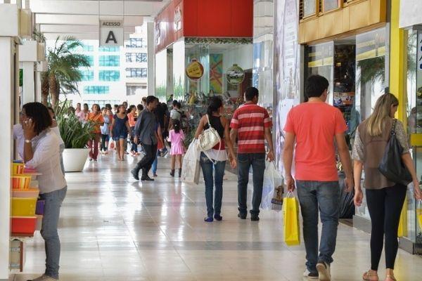 Maioria dos brasileiros das classes C e D vai presentear no Dia dos Pais
