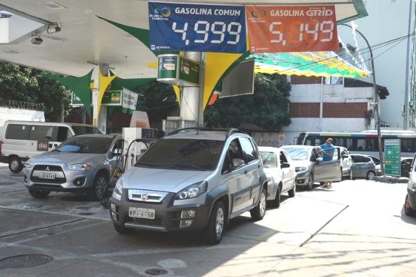 Petrobras poderá manter preço da gasolina estável por até 15 dias