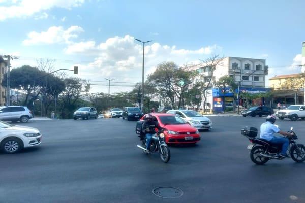 Terra de ninguém, caos no trânsito em Contagem