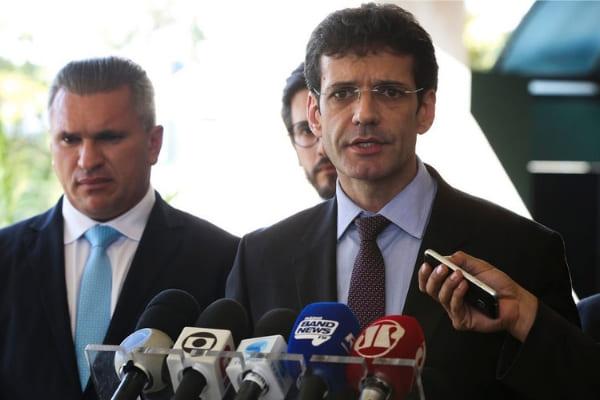 Marcelo Álvaro reassume comando do Ministério do Turismo