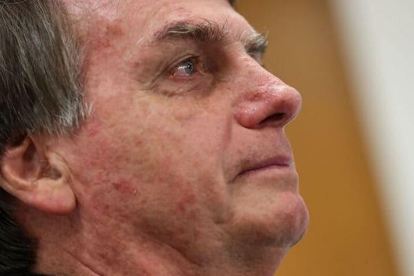 Jair Bolsonaro testa positivo para a Covid-19