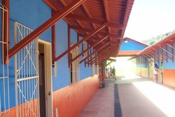 Ataque em escola deixa dois feridos no Vale do Jequitinhonha