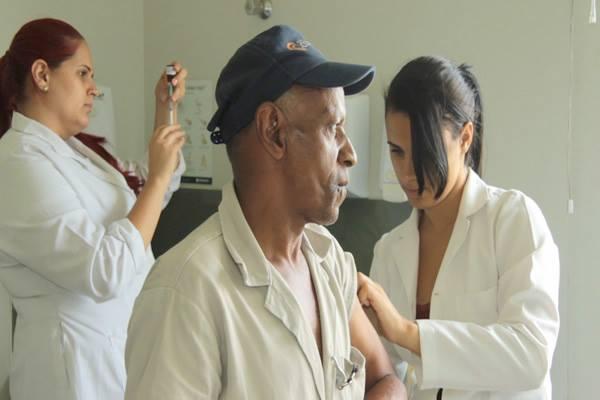 Alunos e professores da Nova Faculdade aplicam mil vacinas contra febre amarela