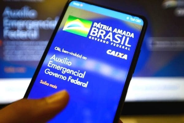 Valor médio do auxílio emergencial será de R$ 250, diz Guedes