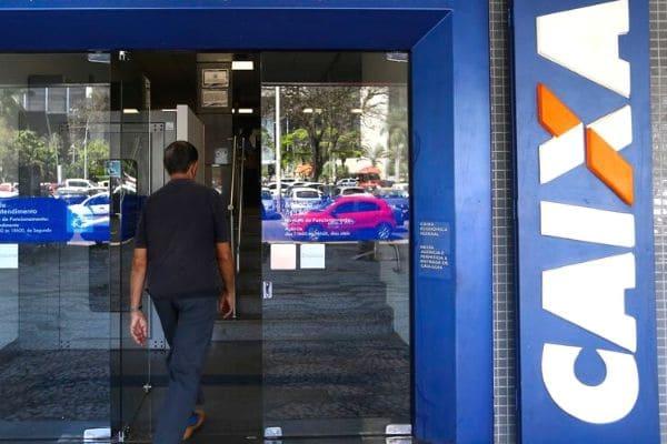 Caixa abrirá 680 agências no sábado para saque do auxílio emergencial