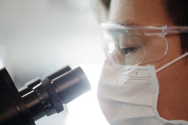 OMS reconhece evidências sobre transmissão do novo coronavírus pelo ar