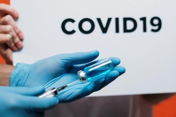 Zema reafirma que vacinação contra a Covid-19 seguirá plano federal