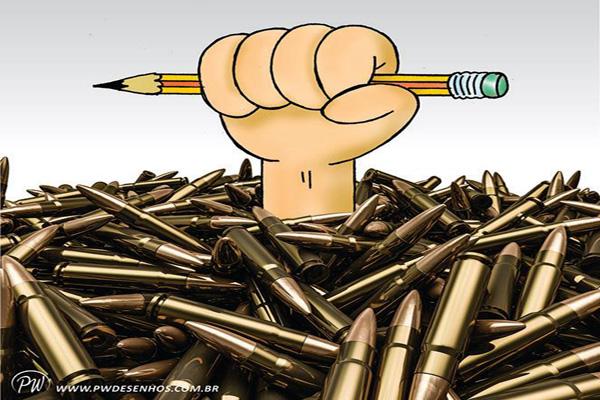 Chargistas de armas na mão