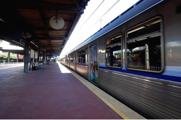Estações de metrô fecham mais tarde na sexta e no sábado
