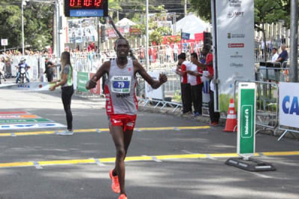 Quenianos vencem a Volta da Pampulha
