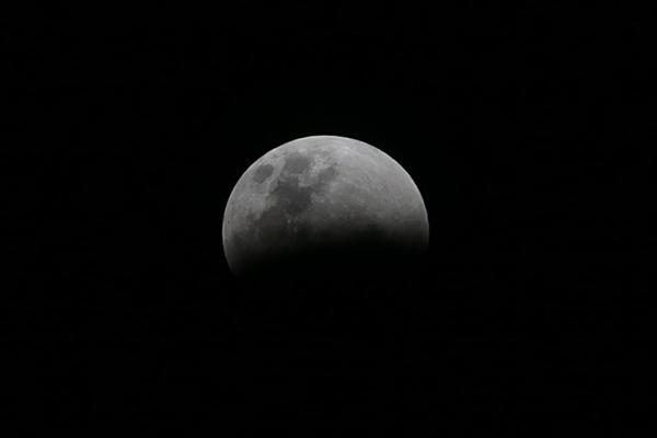 Eclipse da Lua pode ser visto nesta sexta-feira em todo o Brasil