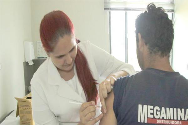 Postos de saúde aplicarão vacinas contra febre amarela no sábado
