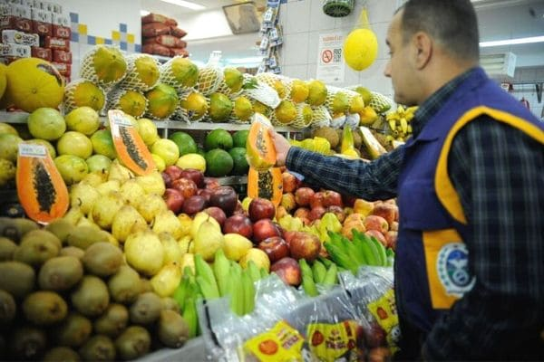 Anvisa atesta segurança de alimentos, mas 23% têm resíduos tóxicos