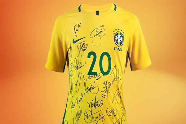 Campanha do Agasalho vai sortear uma camisa do Brasil autografada