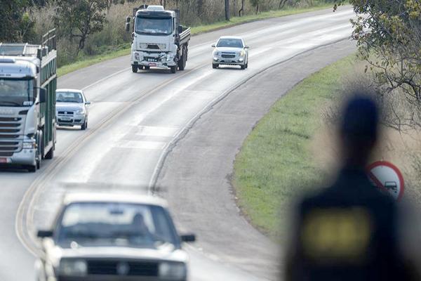 Operação 12 de Outubro restringe tráfego de veículos de carga pesada