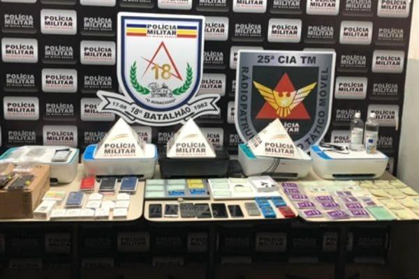PM apreende materiais usados para falsificar documentos e cartões