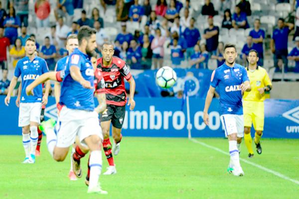 Cruzeiro vence em casa e fica em sexto lugar no Brasileirão