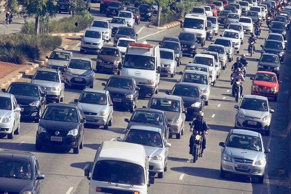 Veículos com placas de final 1 a 5 devem regularizar situação até dia 30