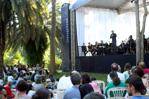 Orquestra Filarmônica homenageia mães no Inhotim