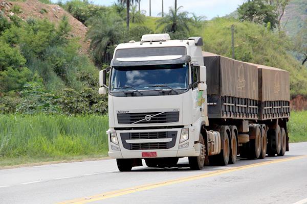 PRF restringe tráfego de veículos pesados no feriado prolongado
