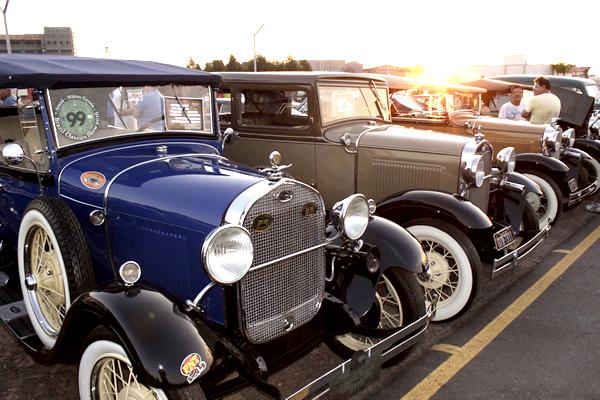Encontro de Carros Antigos de Contagem agita a cidade