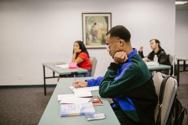 CIEE/MG divulga vagas de estágio para ensino superior e técnico