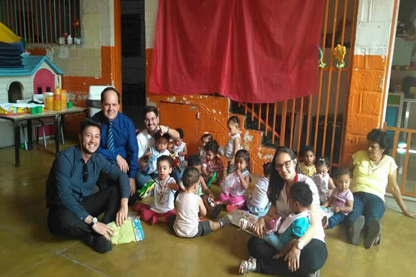 Estudantes se mobilizam para alegrar o Dia das Crianças
