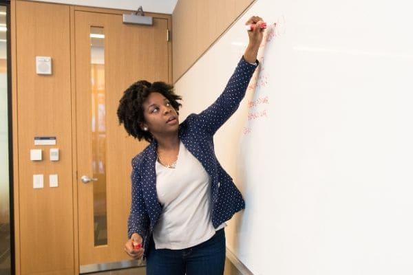 Educação abre processo seletivo emergencial em Contagem