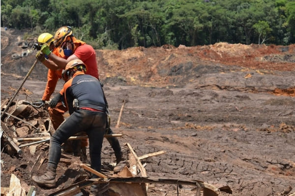 Três semanas após rompimento de barragem, 147 vítimas ainda são procuradas