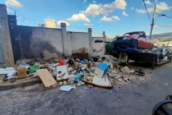 Moradores do bairro Bandeirantes reclamam de bota-fora