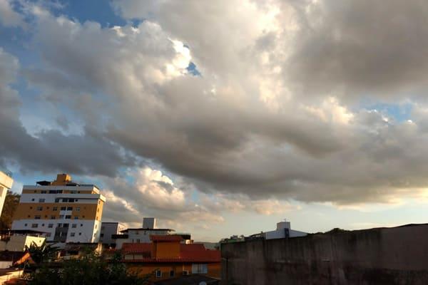 Semana inicia com pancadas de chuva isolada