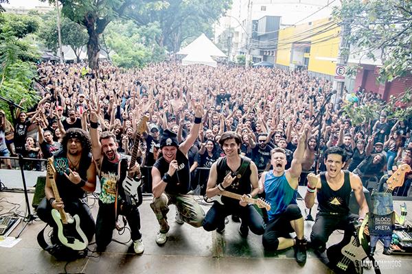 Bloco dos Camisa Preta estreia em Contagem