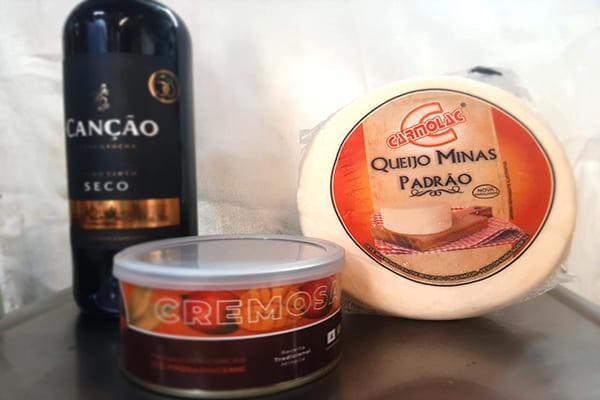 Comercial Araújo sorteia vinho, queijo e doce