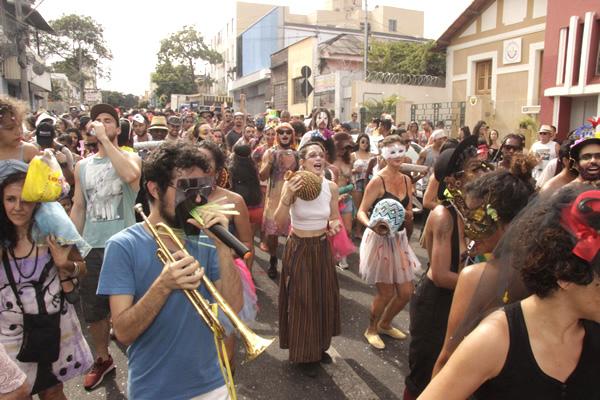 Bloco de Carnaval de Contagem faz sucesso em BH