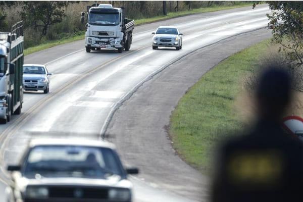 Rodovias federais terão restrições no tráfego no feriadão