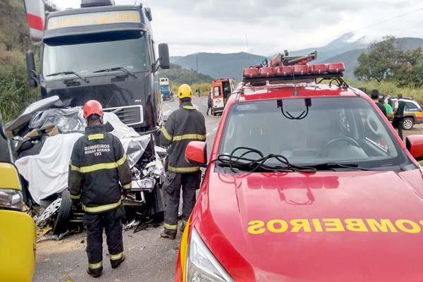 Três pessoas morrem em grave acidente na BR-381