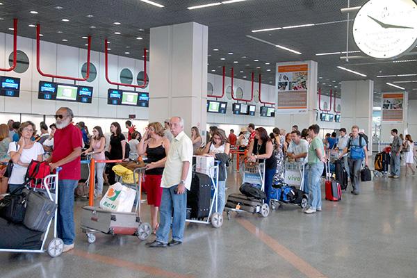 Anac recomenda chegar mais cedo aos aeroportos na alta temporada