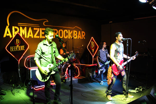 Banda Beerjuice lota o Armazém Rock Bar