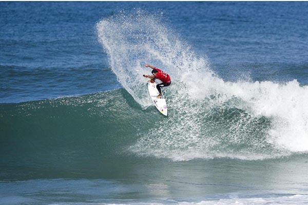 Mineirinho vence etapa brasileira da Liga Mundial de Surfe