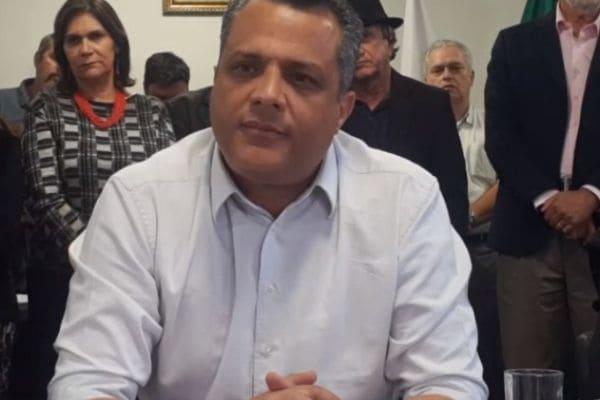 Em coletiva de imprensa, prefeito de Contagem nega irregularidades